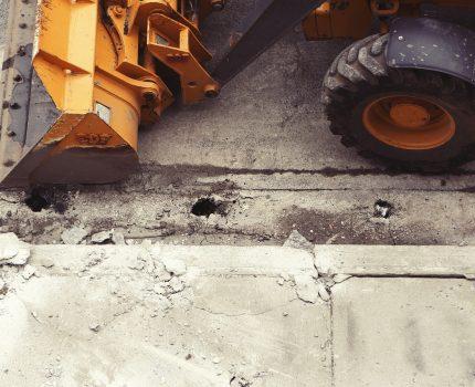 Minikoparka- kopanie przyłącza wodno-kanalizacyjnego