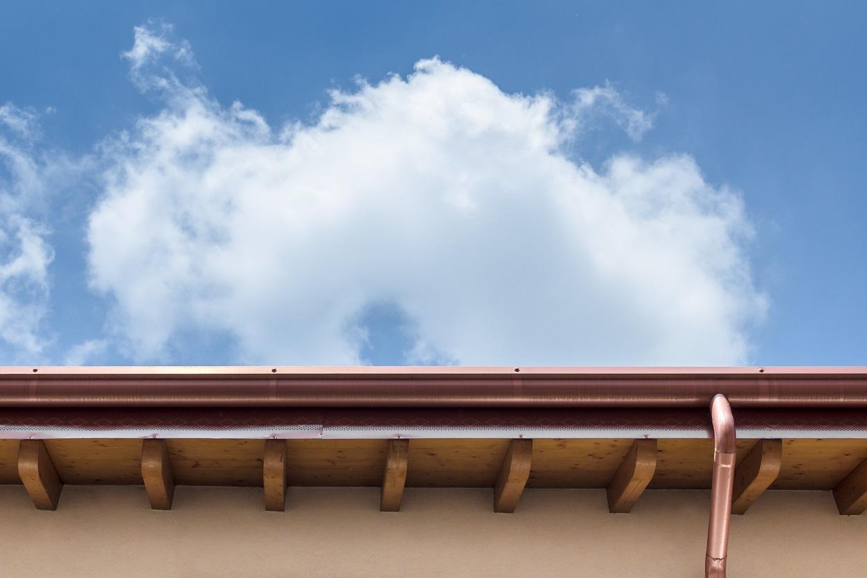 Jak ukryć rynny na dachu